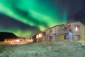 wunderbare Nordlichter über dem Gästehaus Langaholt, Island