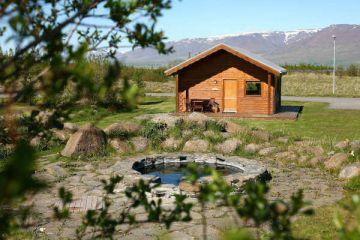 Idyllische Hestasport Ferienhäuser mit Hot Pot für Ihre individuelle Island Rundreise