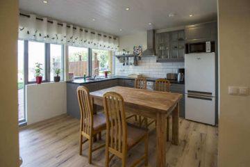 Küche im 4 Personen Apartment in den Hestasport Ferienhäuser, Island