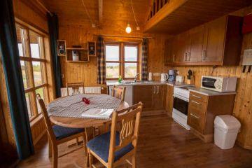 Küche im 4-Personen Cottage in den Hestasport Ferienhäuser, Island