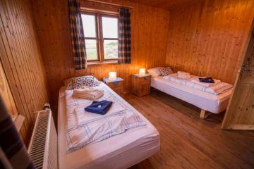 Schlafbereich im 4-Personen Cottage in den Hestasport Ferienhäuser, Island