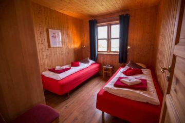 Schlafbereich im 6 Personen Cottage in den Hestasport Ferienhäuser, Island
