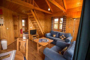 Wohnbereich im 4-Personen Cottage in den Hestasport Ferienhäuser, Island