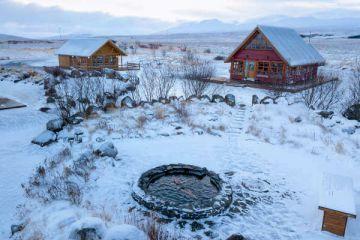 Winterliche Hestasport Ferienhäuser für Ihre individuelle Island Rundreise